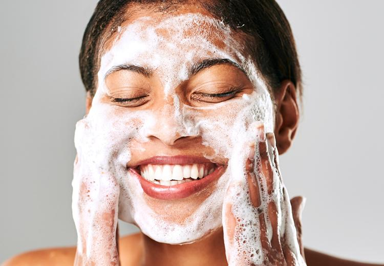 Deze fouten maak je tijdens het reinigen van je gezicht