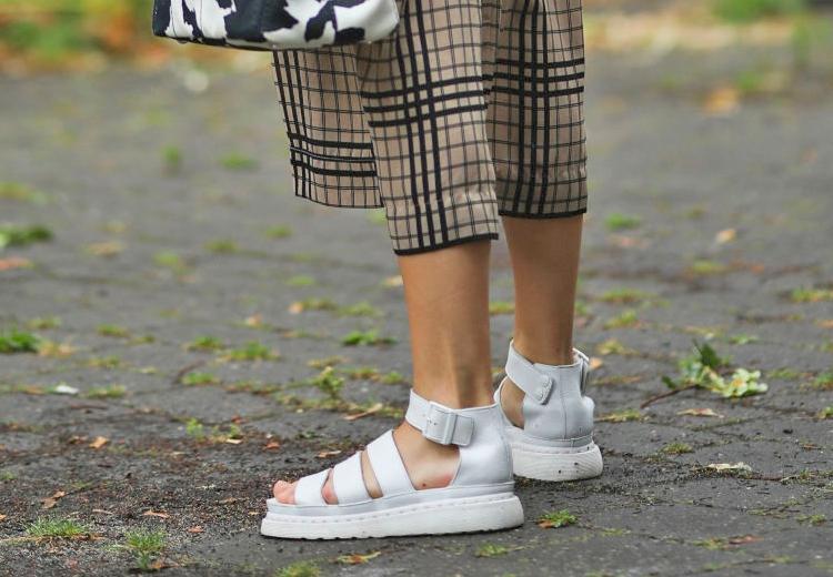 Dr. Martens sandalen hebben een ware comeback gemaakt