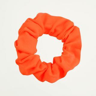 Neon oranje scrunchie