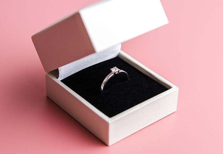 Zo duur 'hoort' een verlovingsring te zijn