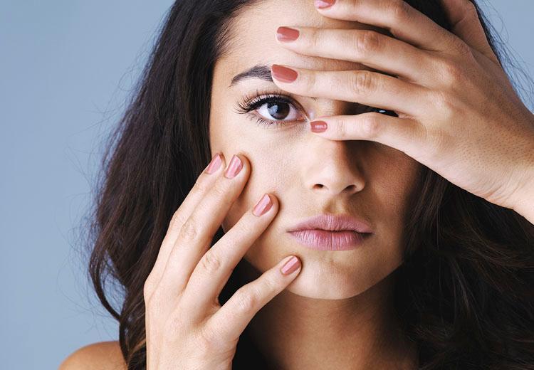 Korte nagels? Zo lijken ze langer