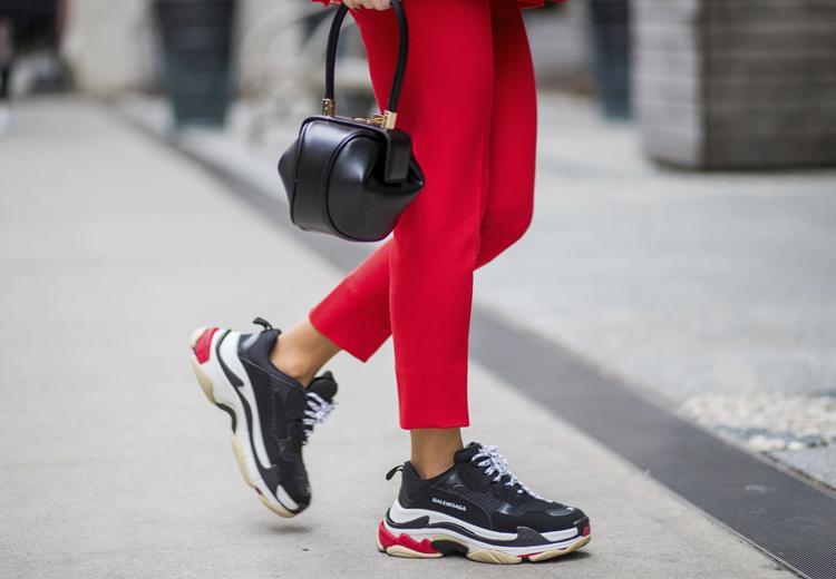 5 manieren om de dad sneaker te dragen