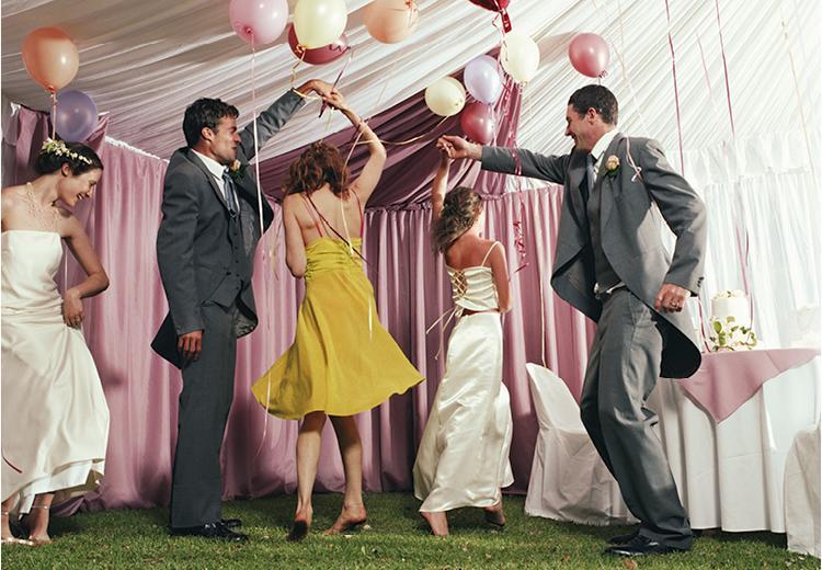 Bruiloft dresscodes: wat trek je aan?
