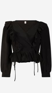 Zwarte overslag blouse met ruffles.
