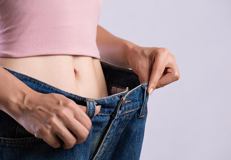 De band van je jeans te wijd? Zo los je het op