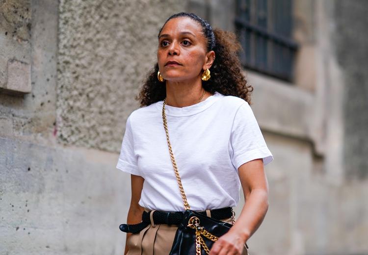 5 manieren om een wit t-shirt te dragen