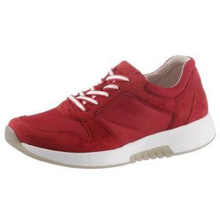 Sneakers met sleehak in zomerse materialenmix