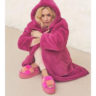 Koko Oversized Faux Fur Jas voor Dames in Fuchsia