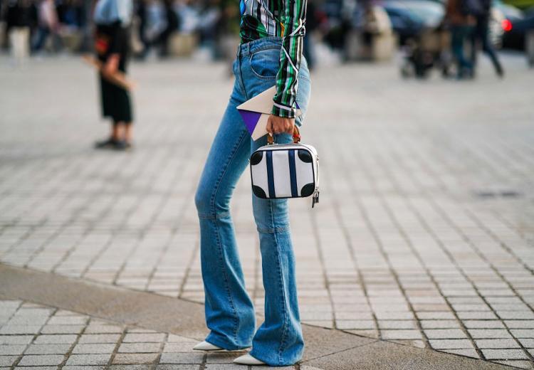 Terug naar de jaren '70 met een flared jeans