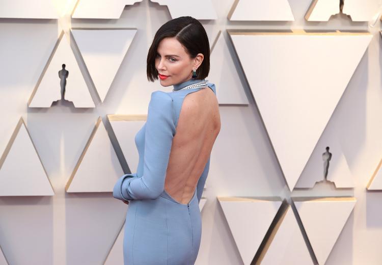 Zo ziet niemand je beha in een jurk met blote rug