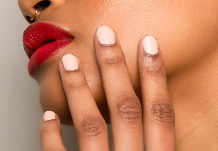 Dit zijn de mooiste nagellak kleuren voor de winter